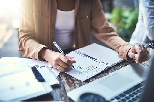 Boardroom Meeting Minutes: Manual Vs. Digital